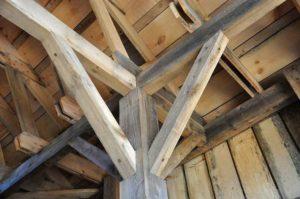 Balken Holz Decke Sachverständige Immobilien Gutachter Melanie C. Weinz